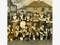 Lionel (back row 4th from left) around 1948 - picture by Alan Baylis